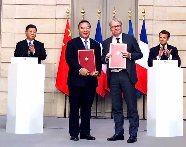 President Xi Jinping and French President Mark Long witnessed the signing of a cooperation agreement between China National Building Materials and Fives